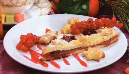 Пирожок фруктово-ягодный новогодний десерт фото