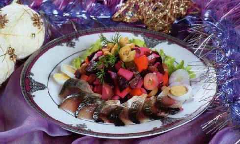 Винегрет с рыбой под горчичным соусом фотография