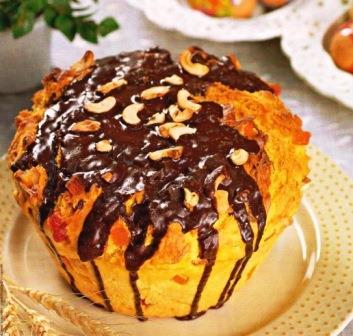 Кулич с орехами кешью и глазурью из шоколада фото