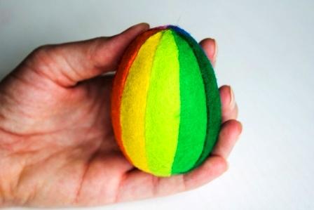 как сделать пасхальное яйцо из фетра фото