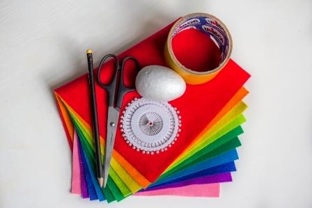 Пасхальные поделки : яйцо из разноцветного фетра