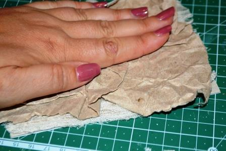 приклейте эту бумагу на слой кружевной ткани