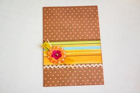 Приклеиваем готовый цветок на открытку