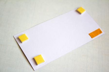 Приклеиваем прямоугольник с текстом на лицевую часть открытки