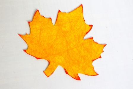 большой желтый кленовый лист
