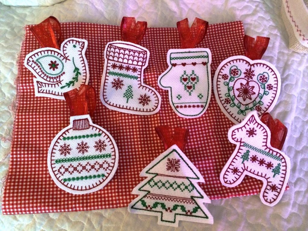 елочные игрушки ручная вышивка