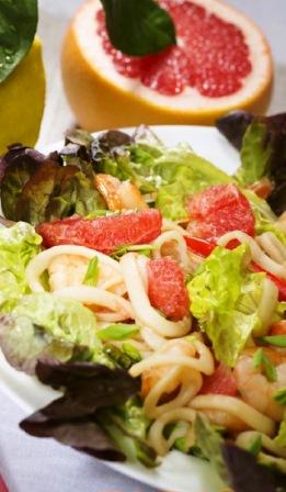 Салат с грейпфрутом и морепродуктами