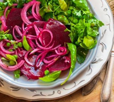 Салат со свеклой и авокадо