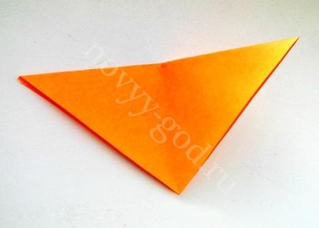 согнем треугольник по центру