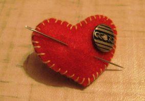 Брелок сердечко из фетра своими руками на День влюбленных