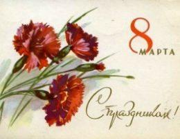 Что подарить пожилой женщине 8 марта в Женский день?