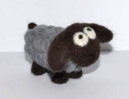 Как свалять овечку из шерсти (валяние - мастер класс)