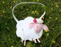 Подарок для девочки – Овечка, сумка из фетра