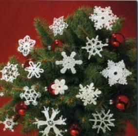 Миниатюра к статье Оригинальные вязаные игрушки на новогоднюю елку (фото)